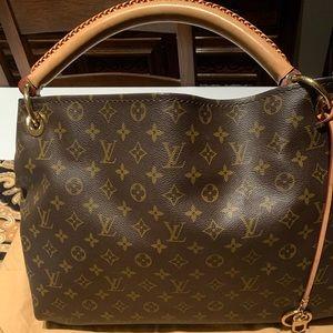 ❤️ Authentic MM Louis Vuitton monogram artsy hobo